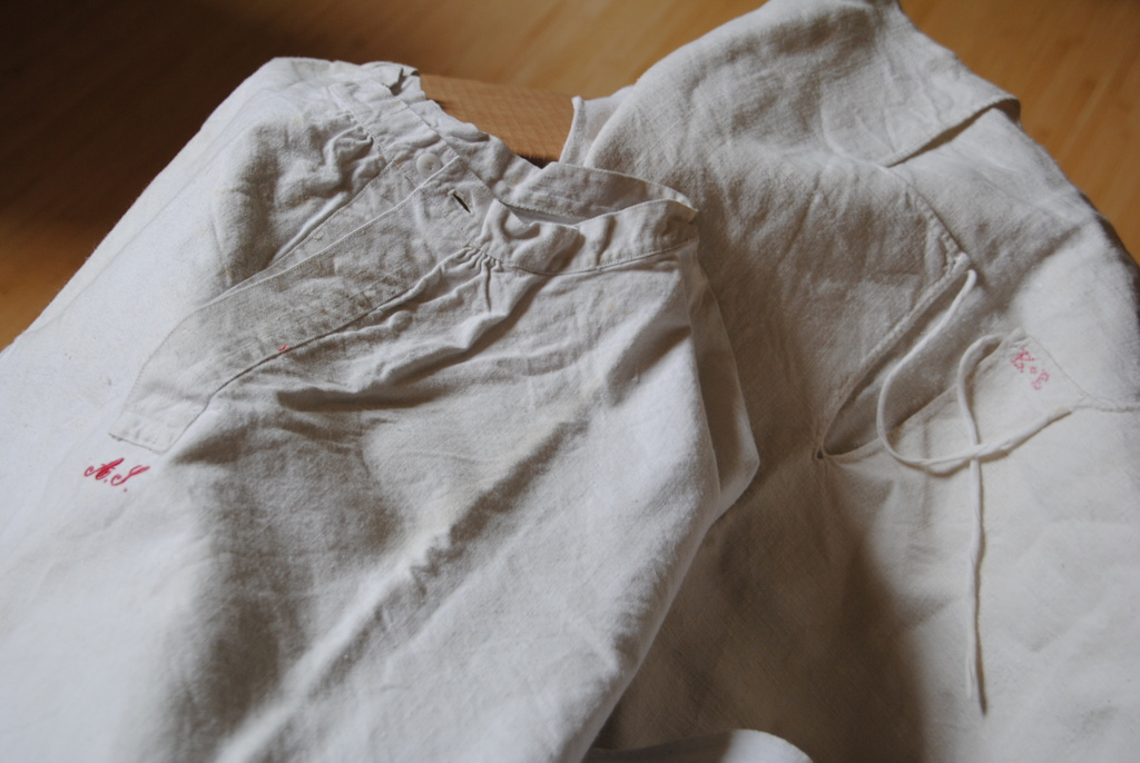 alte Leinen- Hemden/Unterhemden