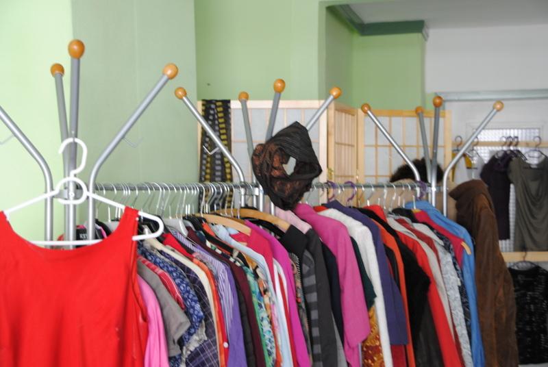 Kleidertauschbörse im leerstehenden Frisörsalon