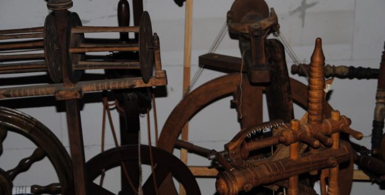 Spinnräder und andere Geräte