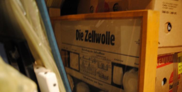 alter Schaukasten zum Thema Zellwolle