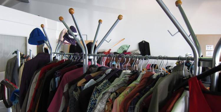 Kleider und Blusen