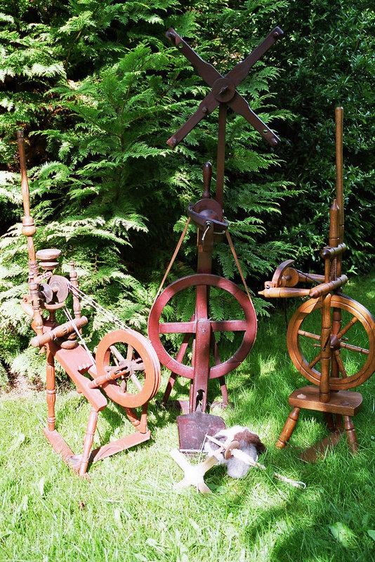 Spinnräder im Garten
