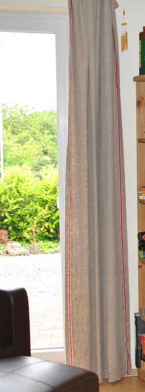 Rolltuch als Vorhang in einer Wohnung