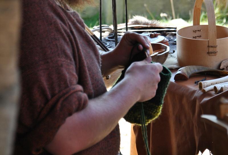 Wikinger bei der Arbeit: Nadelbindung