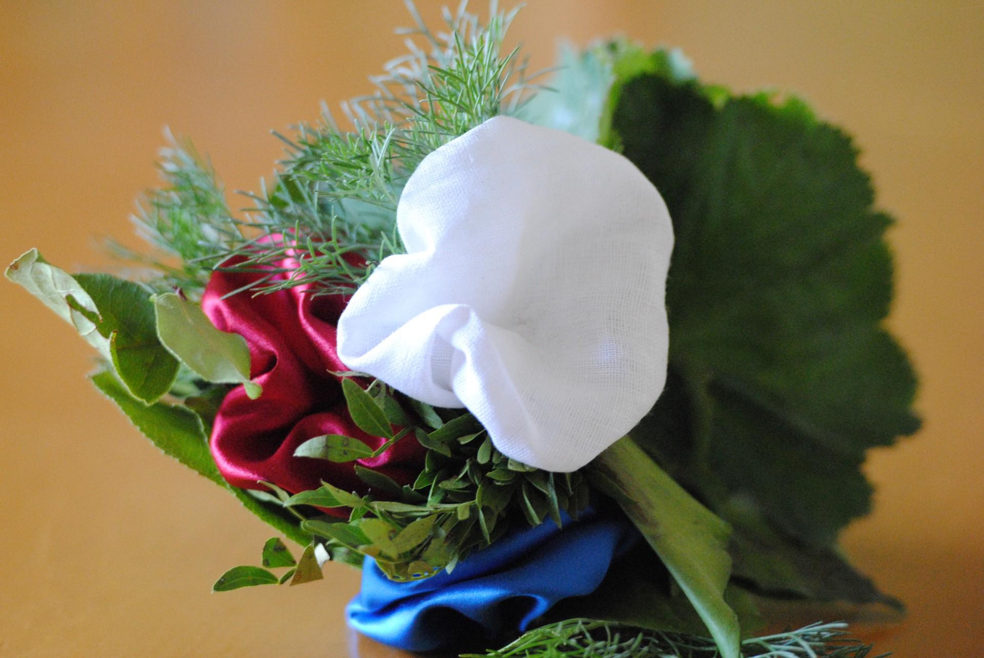 selbstgemachte Blüten für die Mutter
