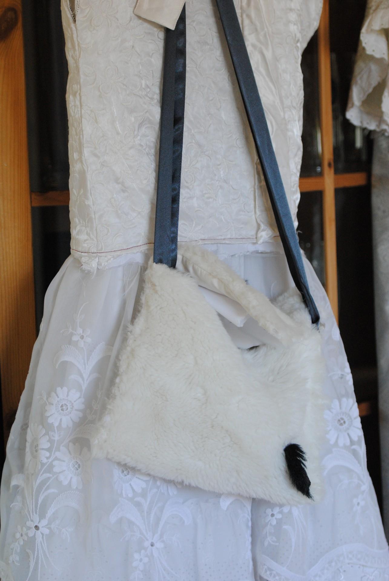 Kleid mit Tasche aus dem dem Lieblingsstoff: Plüsch