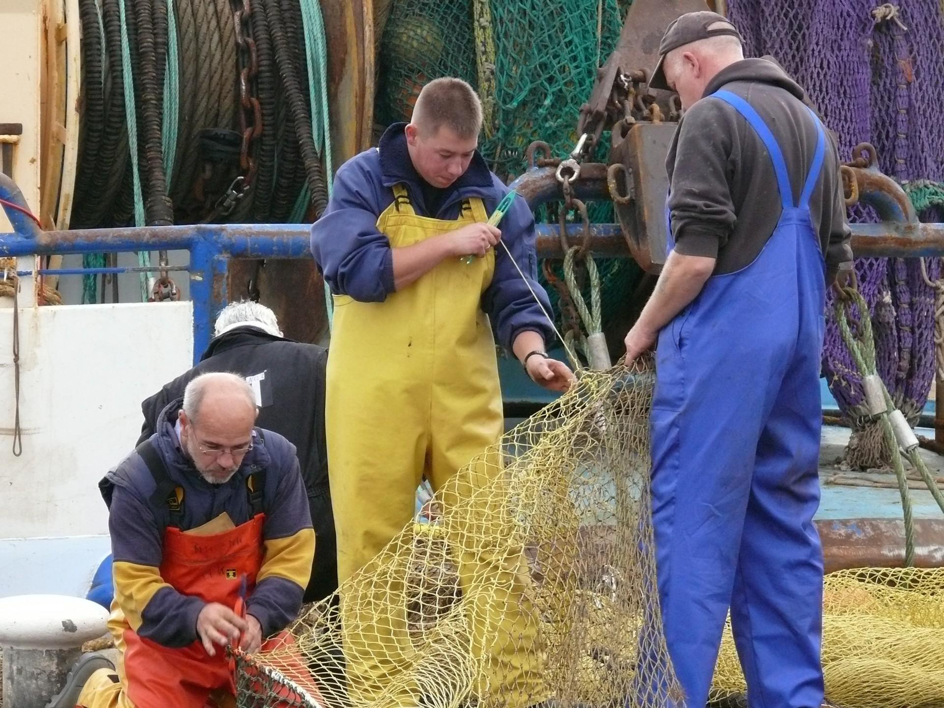 Fischer beim Netzeflicken, Texel 2006