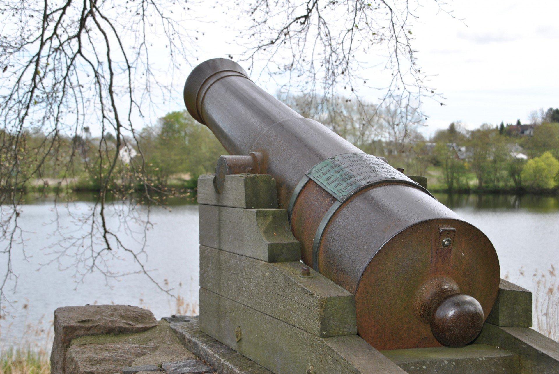 Kanone am Busdorfer Teich in Schleswig