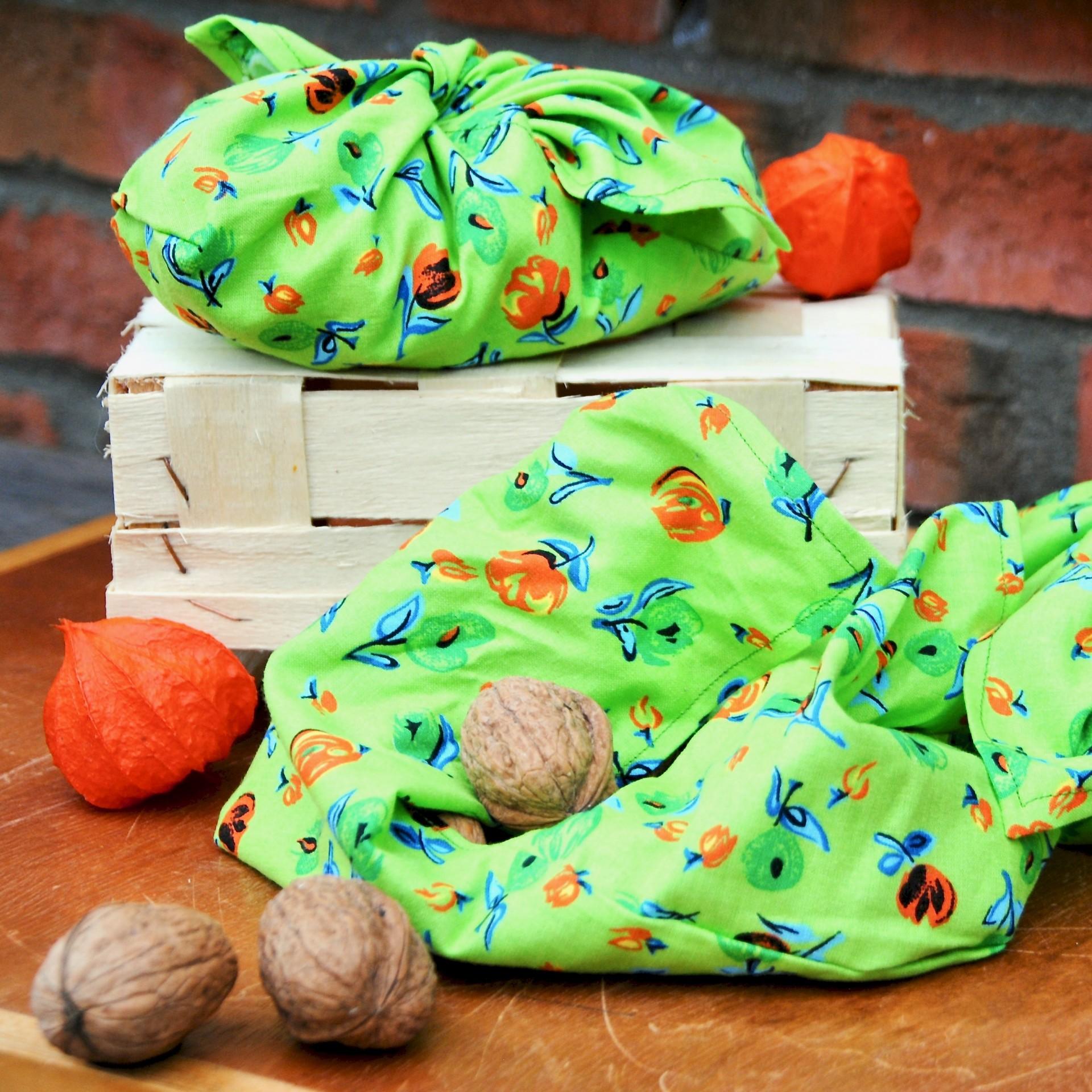 Nicht nur für Nüsse schön: Verpackung aus Stoff genäht.