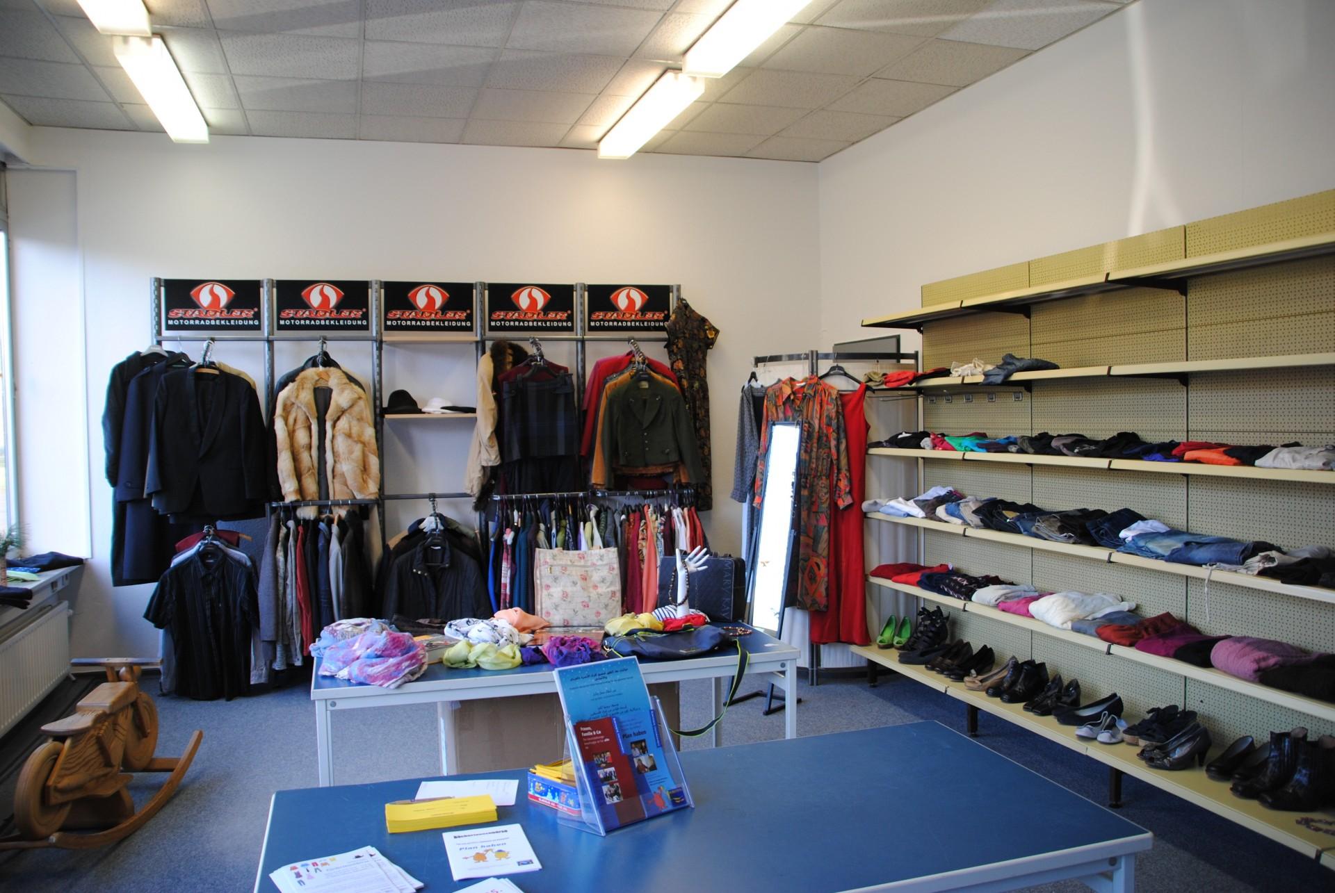 Alternative: Kleidertauschbörsen gibt es in vielen Städten, z.B. in Hamburg und hier eine in Schleswig,