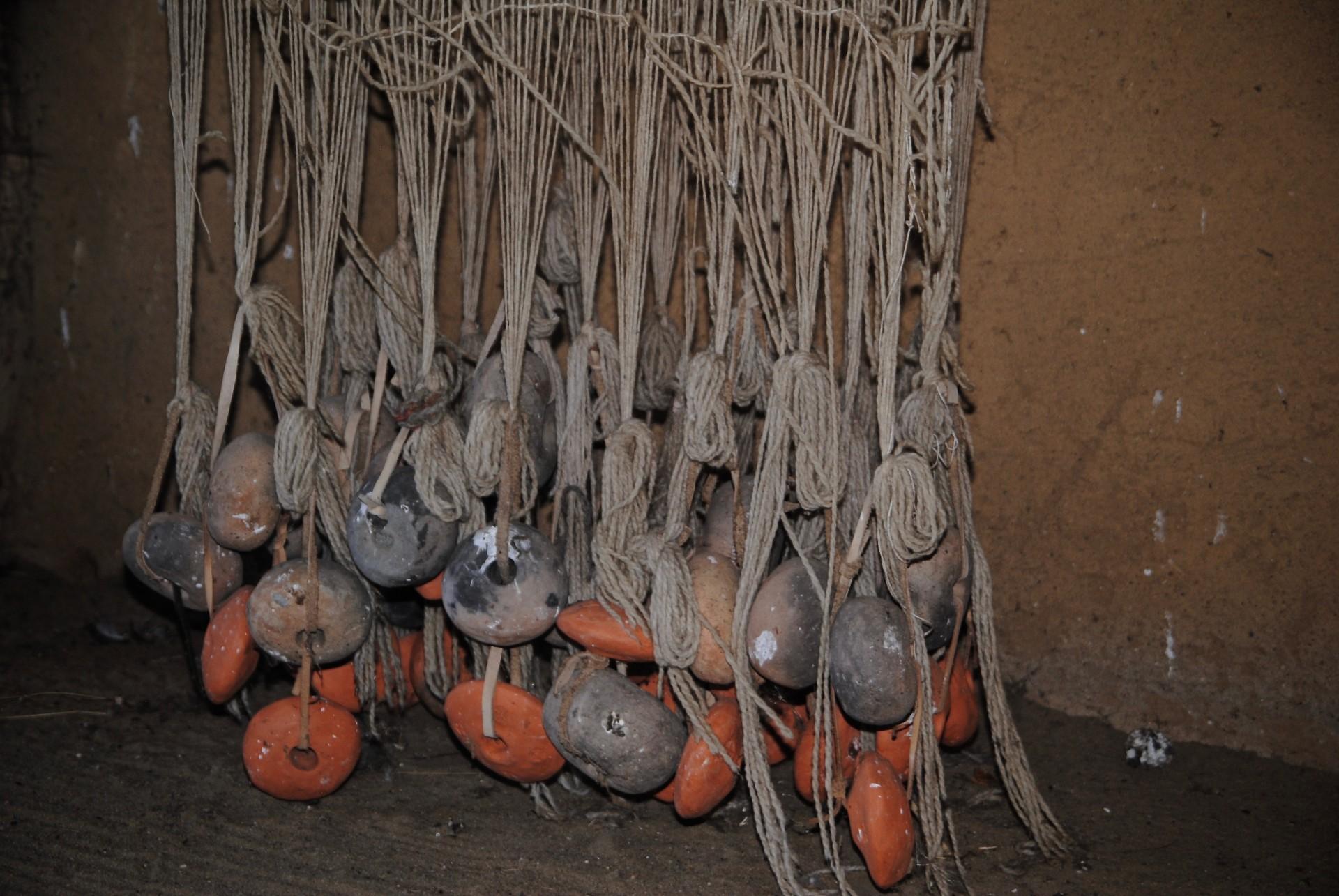 Webgewichte aus Ton, auf gespannt am Webstuhl, Haithabu